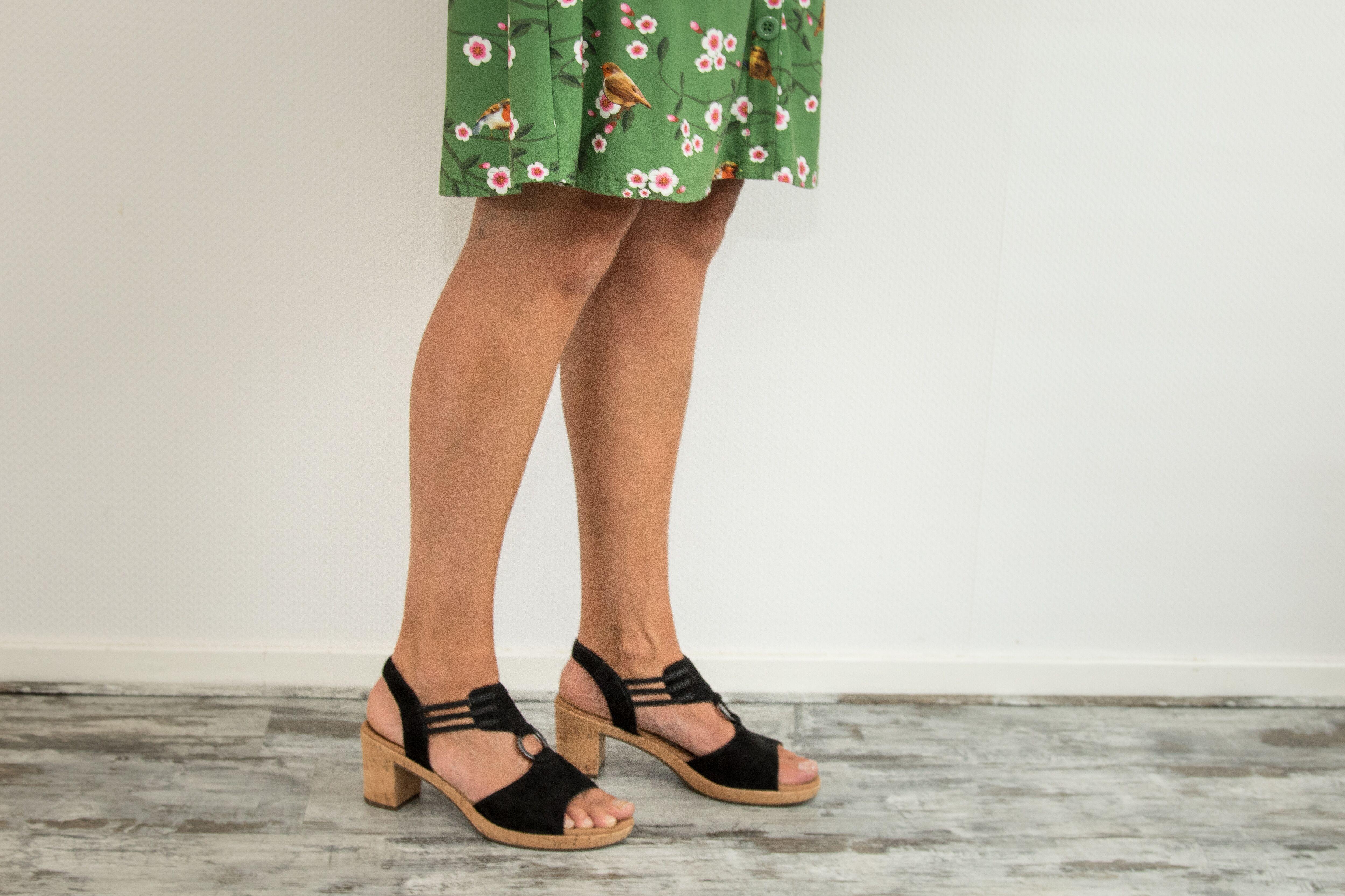 paulien vervoorn bruine benen jurkje kleding